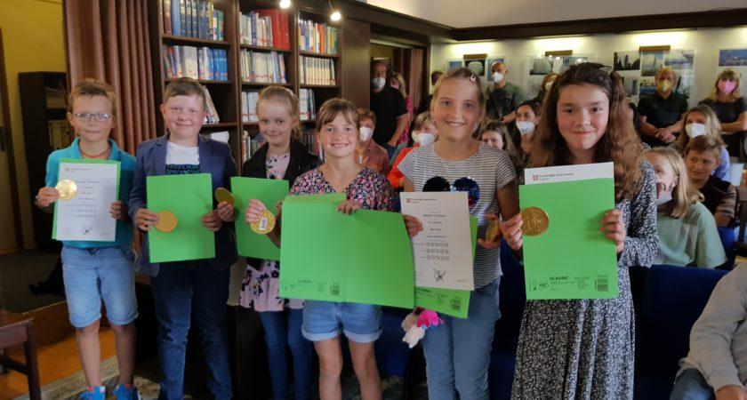 Cambridge English – slavnostní předávání certifikátů vBritském centru